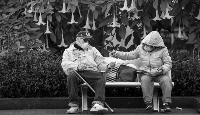 Yaşlısıyla Genciyle Korona İle İmtihan